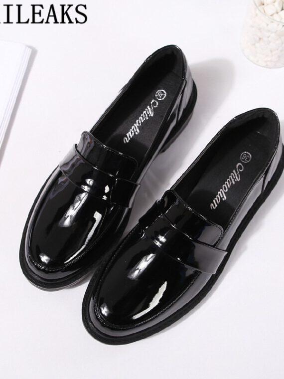 รองเท้าโลฟเฟอร์ผู้หญิงสีดำ